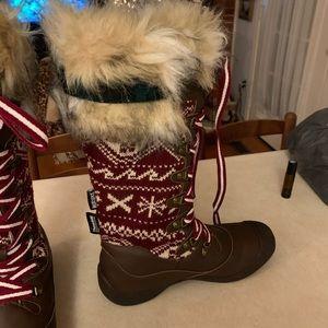 MUK LUKS snow boots size 9